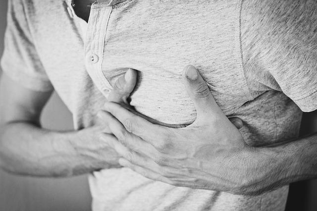 Nach einer Lipomastie OP kann es zu Schmerzen kommen